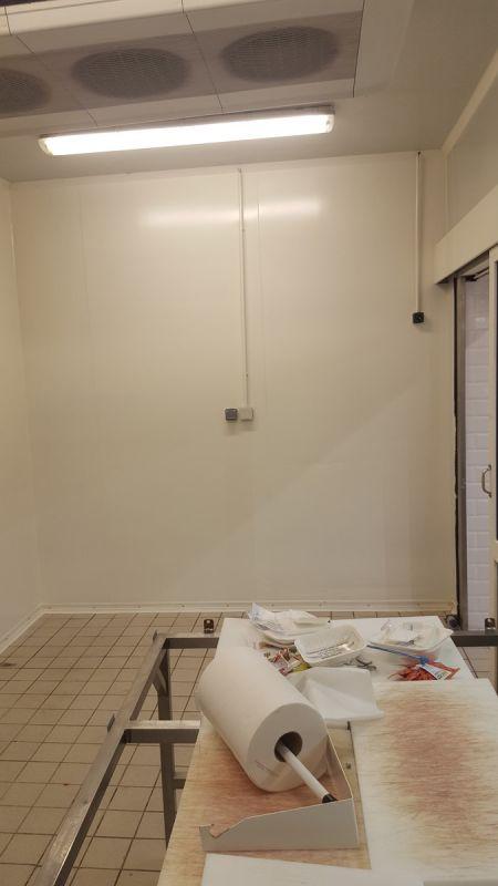 Mise en peinture de la chambre froide de la boucherie sur le site de casino cannes la bocca cote - Chambre froide boucherie ...